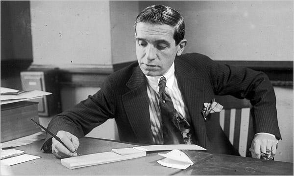 Charles Ponzi (1882–1949) ông tổ của mô hình Ponzi